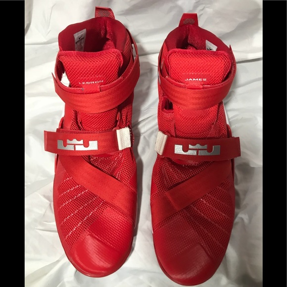 wholesale dealer f2be5 90f99 Nike Lebron James Red Soldier Velcro Straps 18 NWT